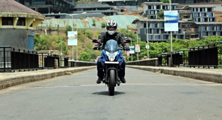New Bajaj Pulsar AS150-AS200 Review - Action Shots New (6)