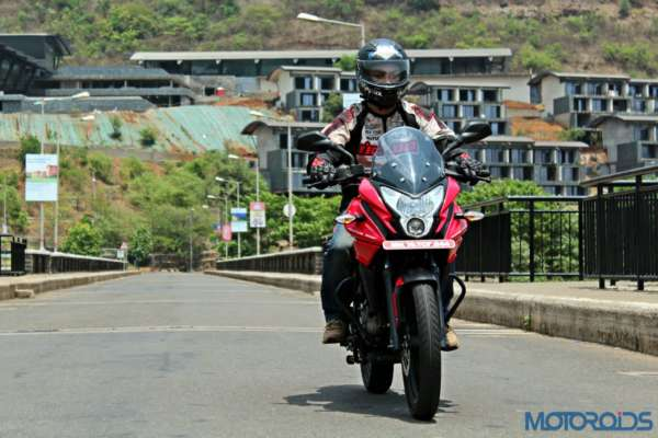 New Bajaj Pulsar AS150-AS200 Review - Action Shots New (7)