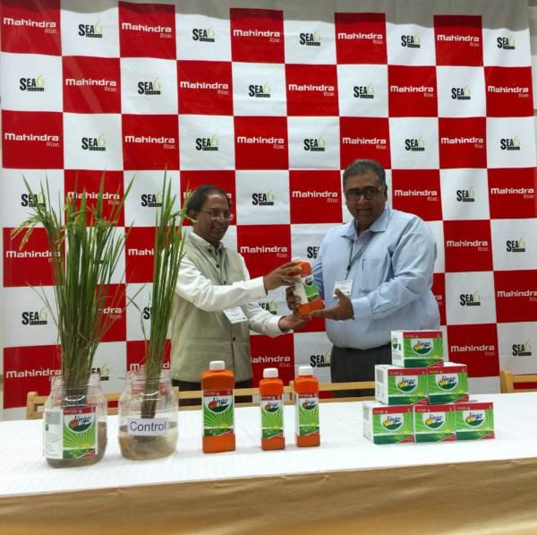 R-L - Vikram Puri, Vice President, Mahindra Agri Business and Shrikumar Suryanarayan, Chairman Sea6 Energy with the Crop-Nutrition product Jingo