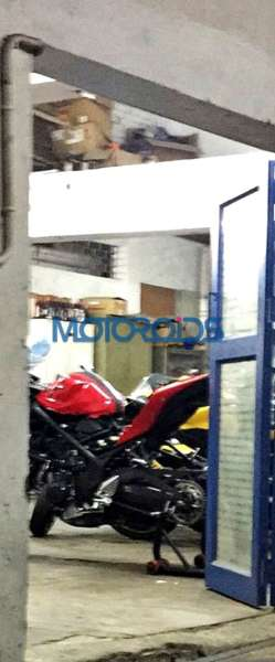 Yamaha R25 in India (1)