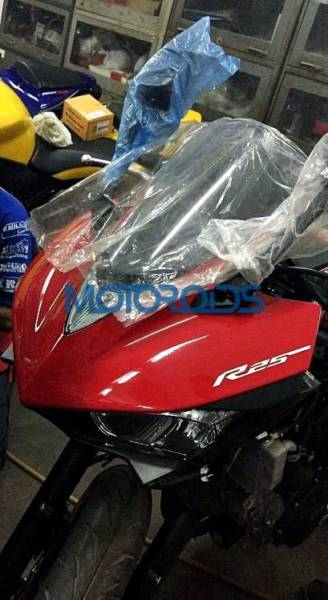 Yamaha R25 in India (2)