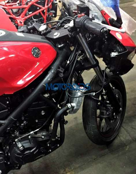 Yamaha R25 in India (4)