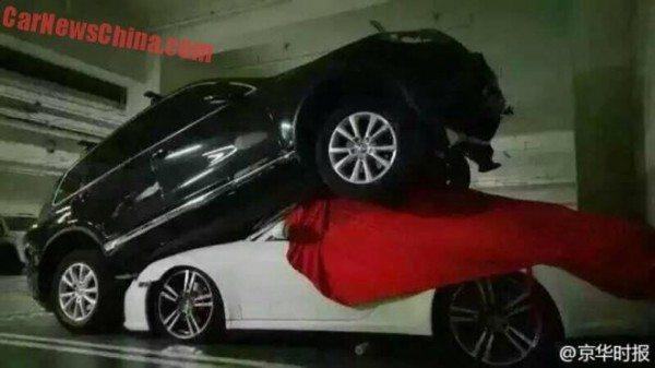 porsche-911-crushed-VW-Touareg (1)
