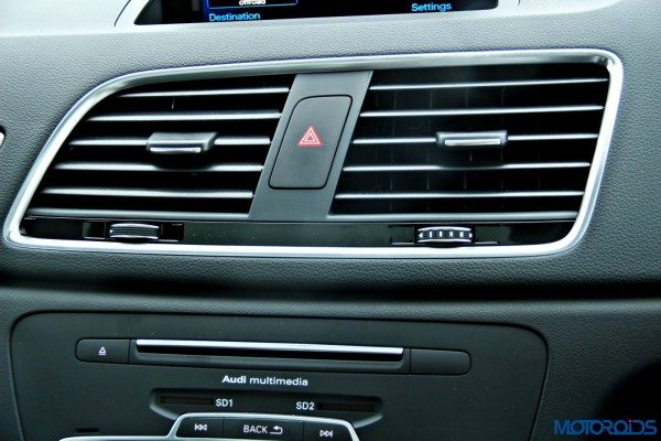 2015 Audi Q3 central AC vents(69)
