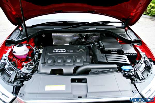 2015 Audi Q3 engine bay(137)