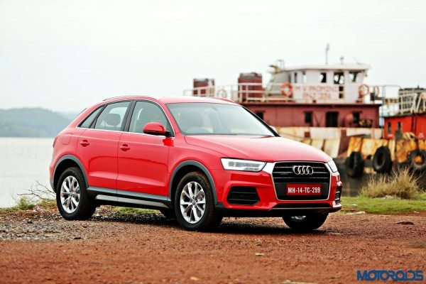 2015 Audi Q3 front right three quar(23)