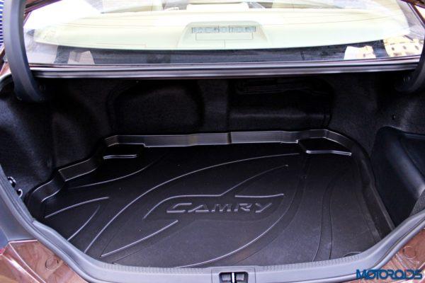 2015 Toyota Camry Hybrid boot