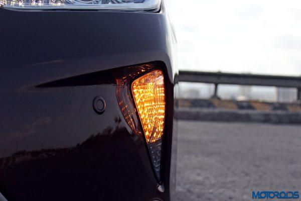 2015 Toyota Camry Hybrid details (3)
