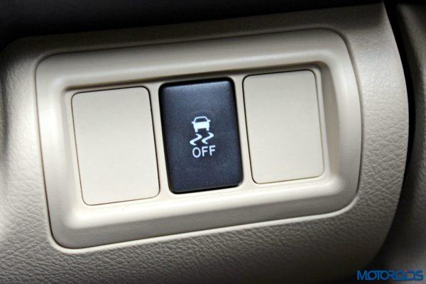 2015 Toyota Camry Hybrid details (4)