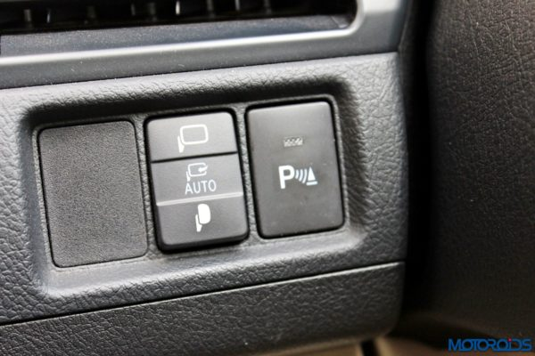 2015 Toyota Camry Hybrid details (5)