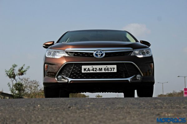 2015 Toyota Camry Hybrid front (6)