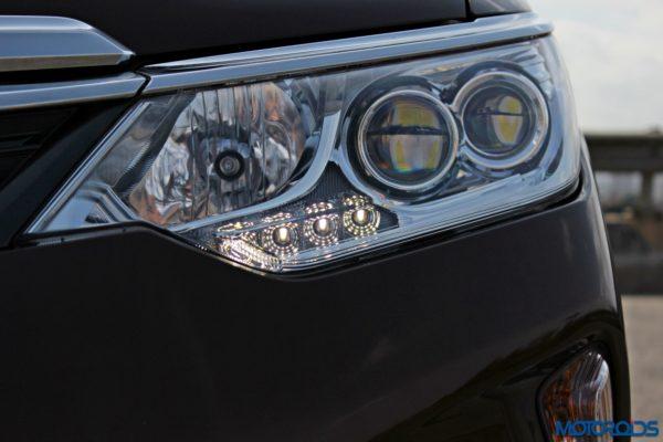 2015 Toyota Camry Hybrid headlamp