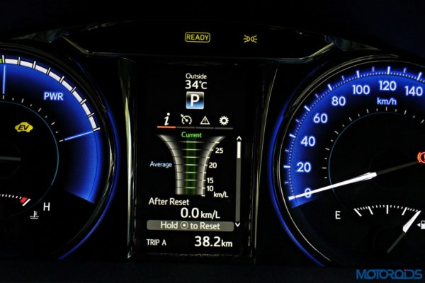 2015 Toyota Camry Hybrid instrument console (11)