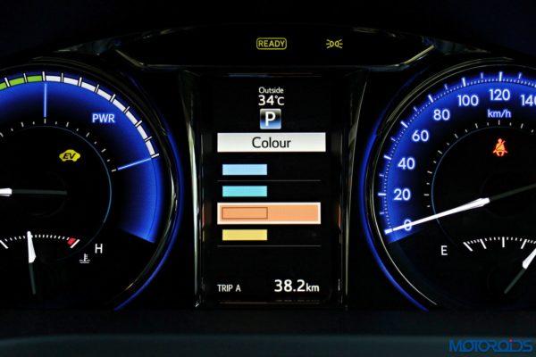 2015 Toyota Camry Hybrid instrument console (13)