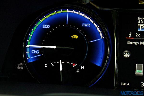 2015 Toyota Camry Hybrid instrument console (3)