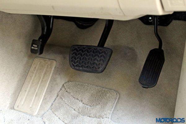 2015 Toyota Camry Hybrid interior (12)