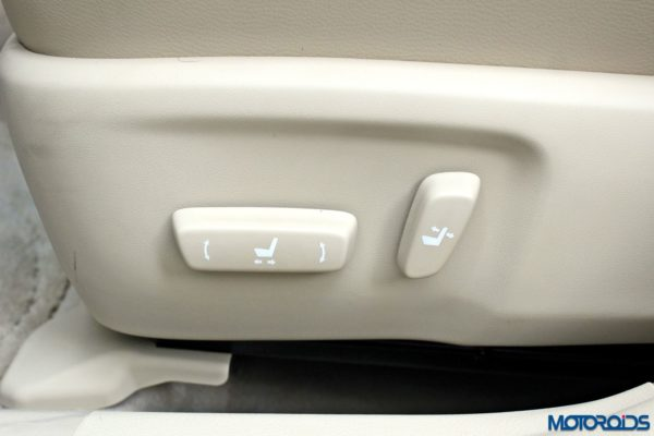 2015 Toyota Camry Hybrid interior (14)