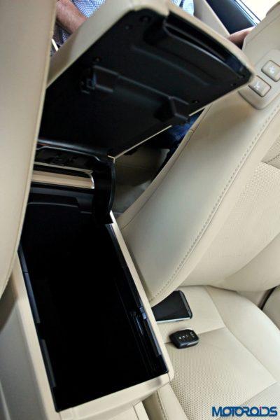 2015 Toyota Camry Hybrid interior (7)