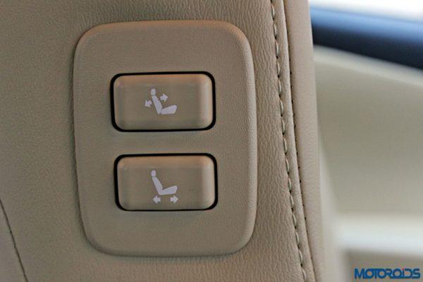 2015 Toyota Camry Hybrid interior (8)