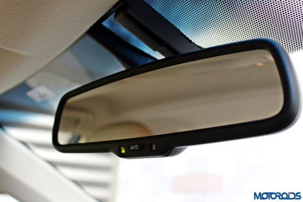 2015 Toyota Camry Hybrid interior (9)