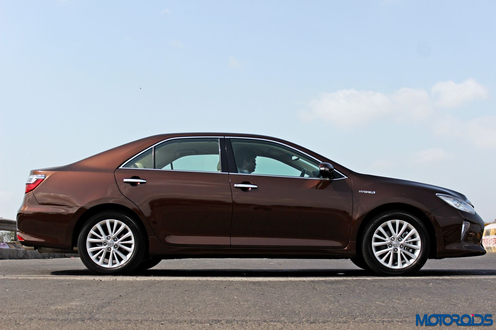 new 2015 toyota camry hybrid review virtuous opulence motoroids. Black Bedroom Furniture Sets. Home Design Ideas