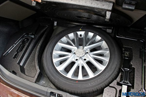 2015 Toyota Camry Hybrid spare wheel