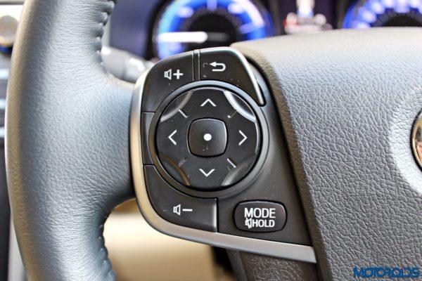 2015 Toyota Camry Hybrid steering controls (1)