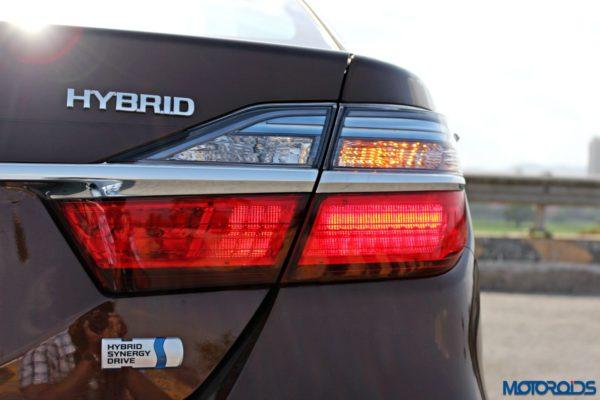 2015 Toyota Camry Hybrid tail lamp