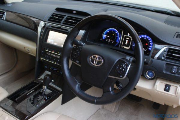 2015 Toyota camry hybrid (2)