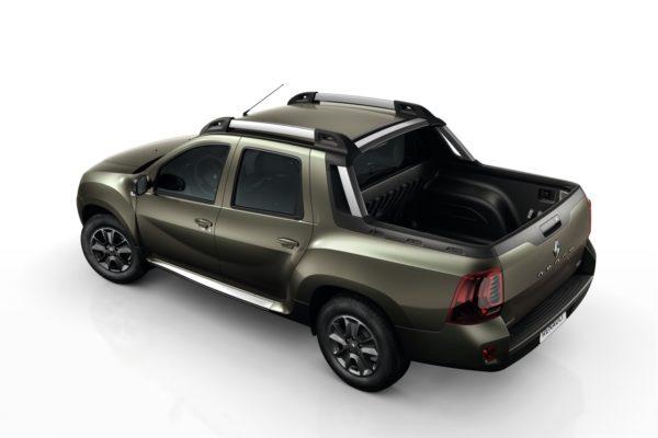 2016 Renault Duster Oroch side (2)