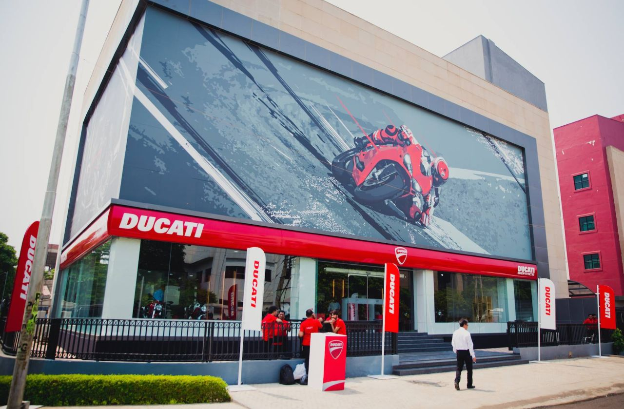 image gallery this is how the world s largest ducati. Black Bedroom Furniture Sets. Home Design Ideas