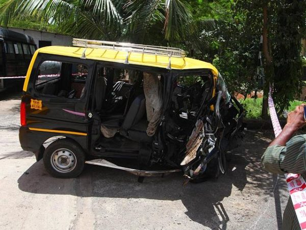 Drunk woman in Audi hits taxi Mumbai (2)