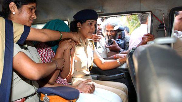 Drunk woman in Audi hits taxi Mumbai (3)