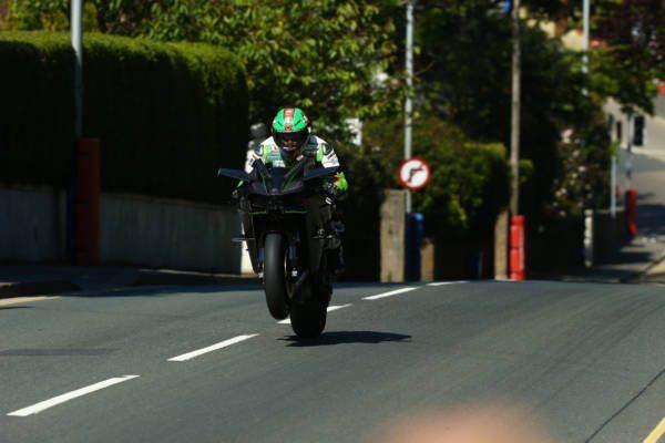 Kawasaki Ninja H2R at Isle of Man TT (1)
