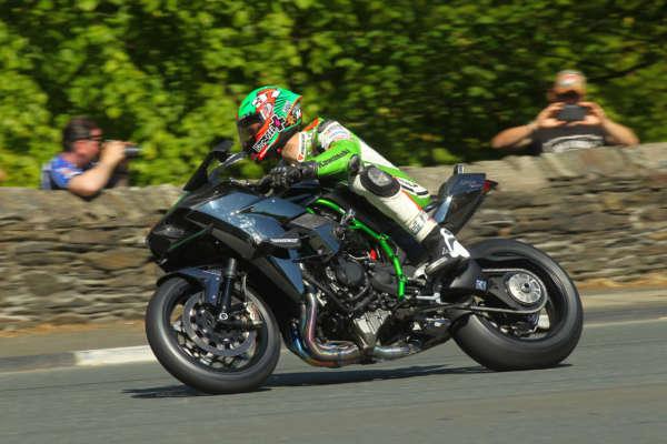Kawasaki Ninja H2R at Isle of Man TT (2)
