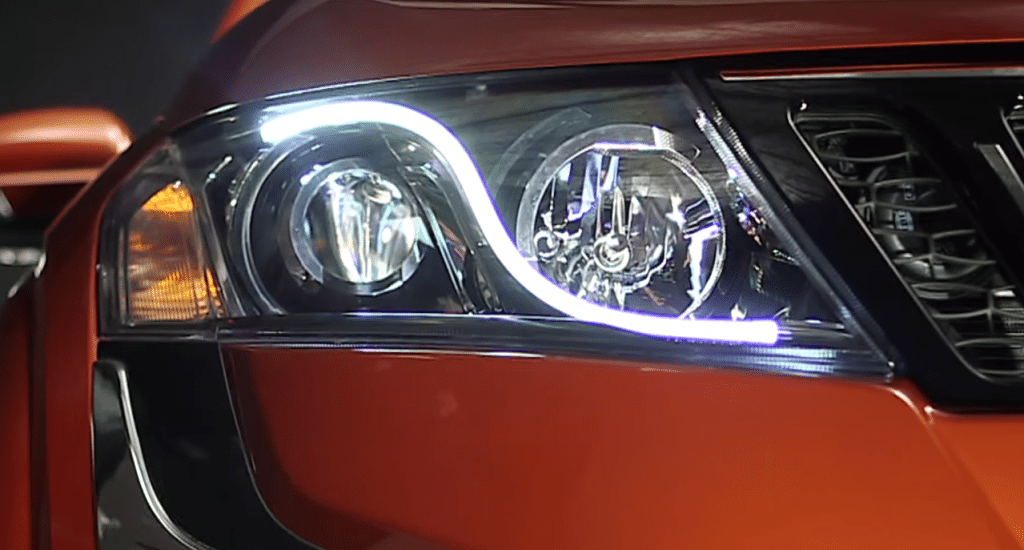 Mahindra XUV500 facelift headlamps