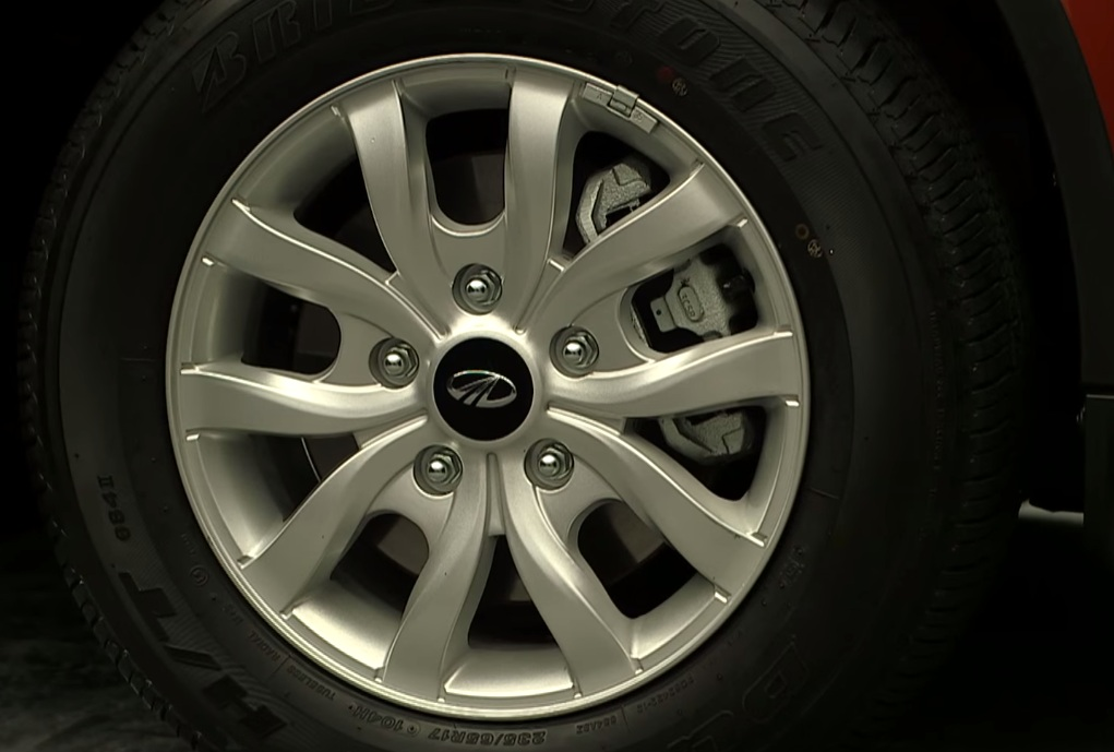 Mahindra XUV500 facelift wheel