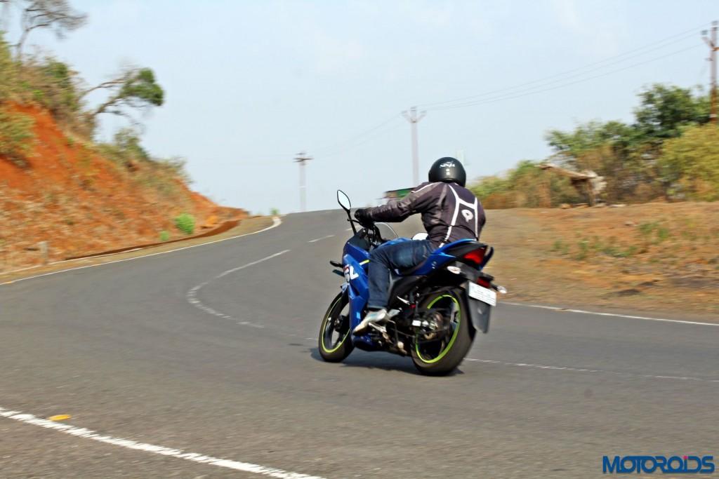 Suzuki Gixxer SF action rear (2)