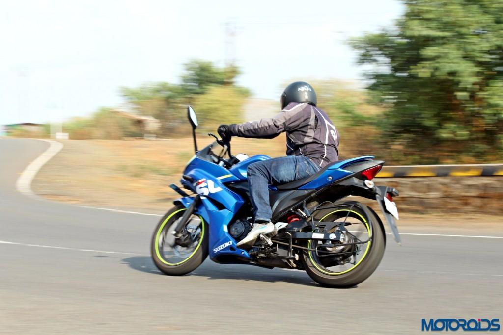 Suzuki Gixxer SF action rear (3)