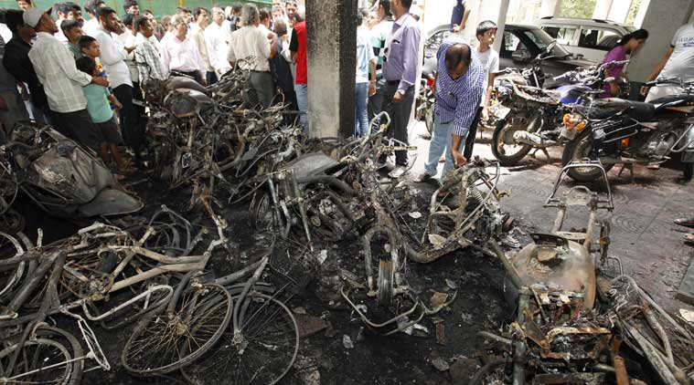 Unidentified vandal burns over 90 vehicles in Pune (2)