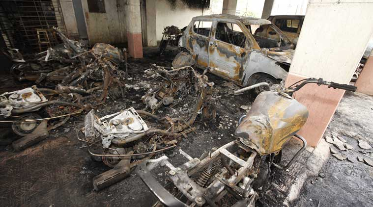 Unidentified vandal burns over 90 vehicles in Pune (4)