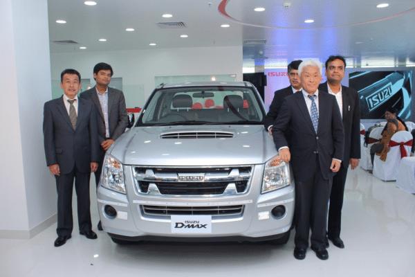 Vehicle-unveil---Mr.-Shigeru-Wakabayashi,-Deputy-Managing-Director,-Isuzu-Motors-India-and-Mr.-Mashide-Izawa,-Vice-President,-After-sales-and-Quality-Assurance,-Isuzu-Motors-India-along-with-Mr