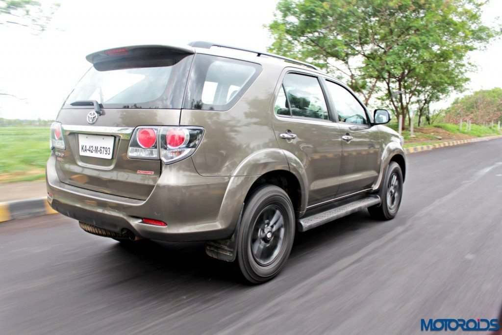 2015 Toyota Fortuner 3.0 4x4 AT action rear (1)