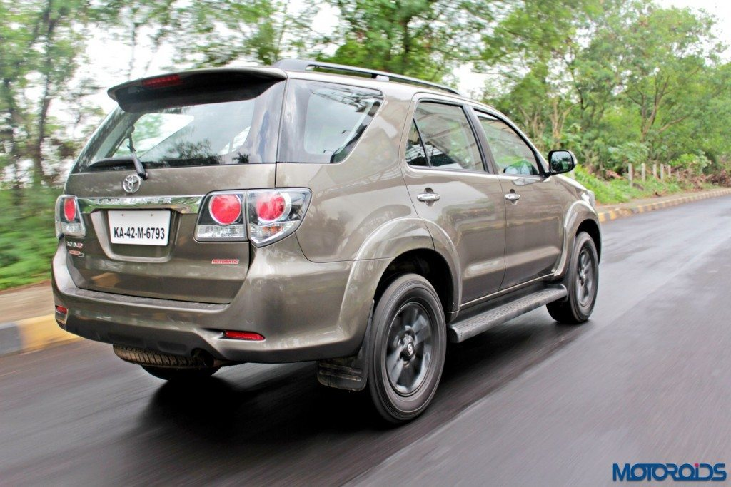 2015 Toyota Fortuner 3.0 4x4 AT action rear (2)