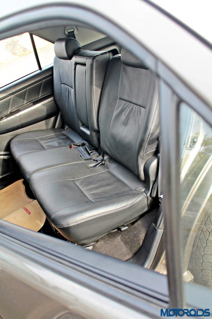 2015 Toyota Fortuner 3.0 4x4 AT backseat (2)