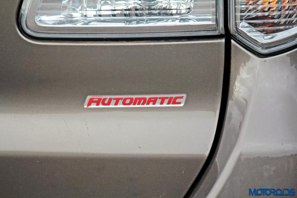 2015 Toyota Fortuner 3.0 4x4 AT badges (1)