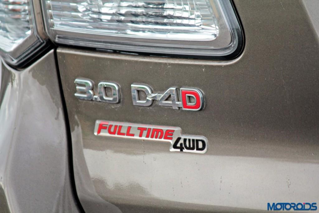 2015 Toyota Fortuner 3.0 4x4 AT badges (2)