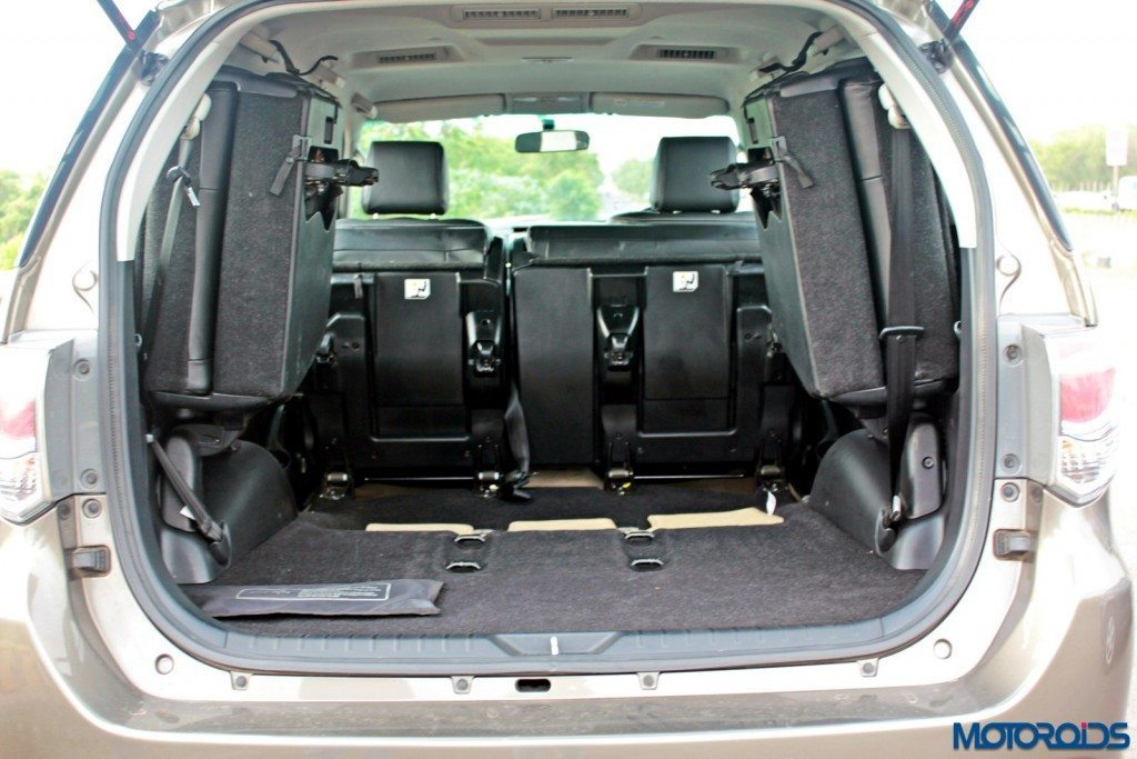 2015 Toyota Fortuner 3.0 4x4 AT boot (2)