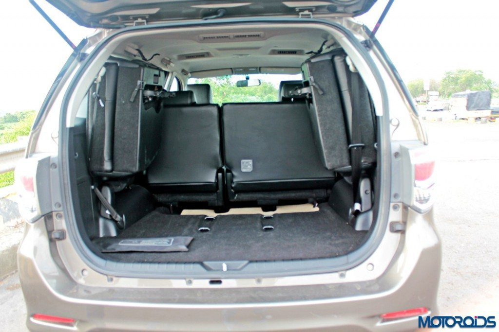 2015 Toyota Fortuner 3.0 4x4 AT boot (3)