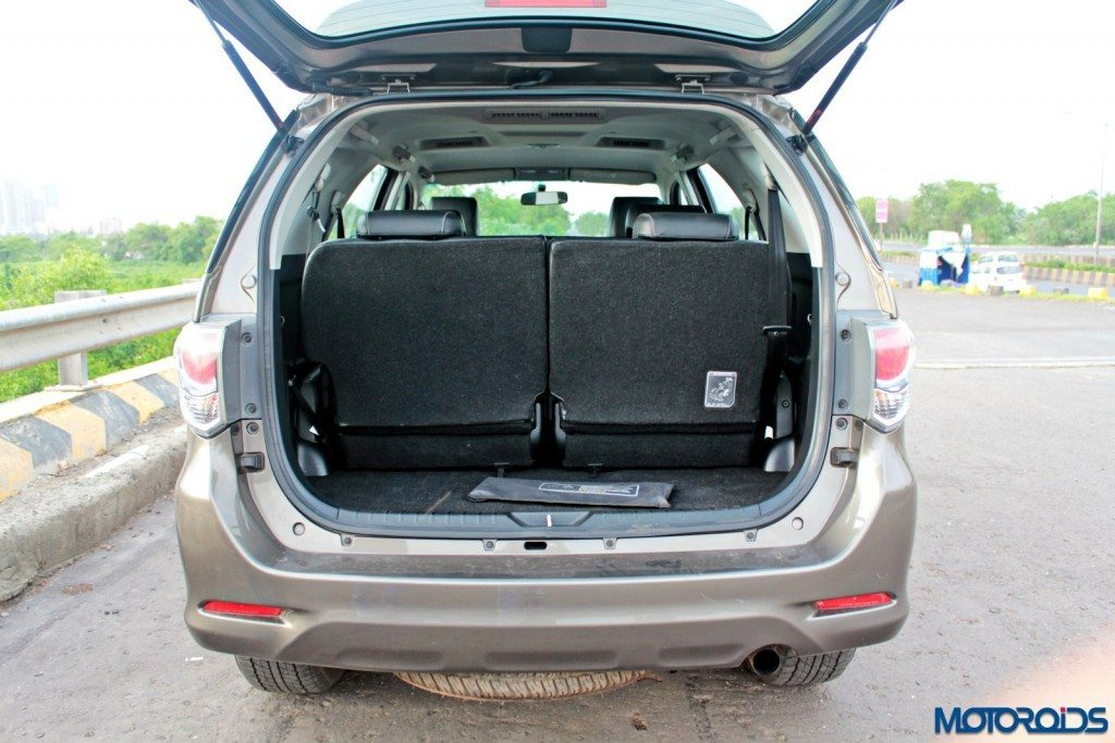 2015 Toyota Fortuner 3.0 4x4 AT boot (4)